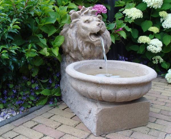 """Gartenbrunnen """"Basel"""" aus Polyresin, sandsteinfarben (Kopie) Schwab"""